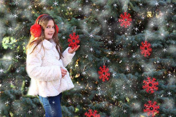 Holidays. Christmas time photo session. Kids. Children. Family.  Newborn. Baby's. Dogs.  Philadelphia,  Pa.  Servis Pa. Bucks County PA. NJ. Photographer Gosia & Steve Tudruj 215-837-6651 www.momentsinlifephoto.com
