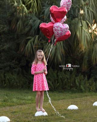 Girl photo session outdoor. Kids photo shot in the park.  Photographer Port St. Lucie Florida.  Malgorzata & Steve Tudruj  215-837-6651   Photography servise Fl, NJ, PA, NY www.momentsinlifephoto.com