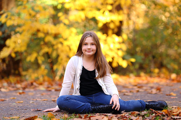 Girls Photo shot in the park Neshaminy Park. Fall photo session. Photographer PA, NJ, NY Gosia and Steve Tudruj 215-837-6651 #fall##photo#shot#girls#beayry#cute#PA#www.momentsinlifephoto.com#