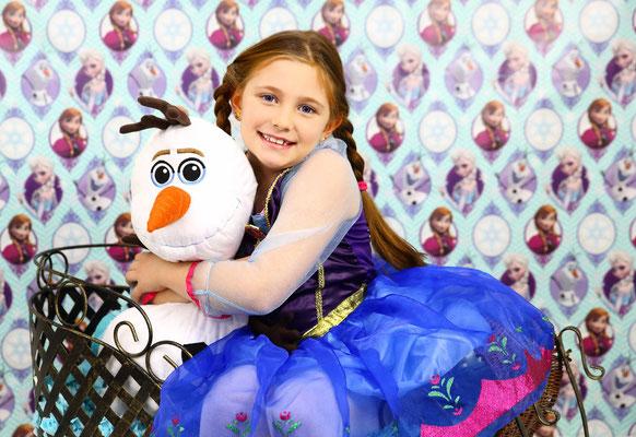 kids photo session,  girls Elsa, Anna photo session,  momentsinlifephoto.com  Photographer Gosia Tudruj PA, NJ, NY 215-837-6651