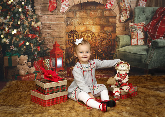 Holidays. Christmas time. Christmas mini session. Kids. Children. Family.  If you are interested, please message me🎅🎅🎅 Photographer Pa, NJ, NY - Gosia & Steve Tudruj 215-837-6651  Studio - Philadelphia. Pa 19116  www.momentsinlifephoto.com