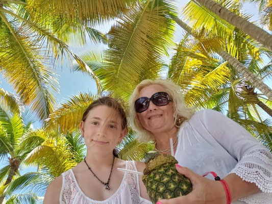 Mother and daughter photo session. Vacation time.  Palm tree. Beach photo session. Photographer Florida. Malgorzata Tudruj 215-837-6651 www.momentsinlifephoto.com Specializin portrait, event, wedding.