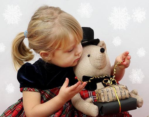 Holidays. Christmas time photo session. Kids. Children. Family.  Newborn. Baby's. Dogs. Studio - Southempton, Philadelphia,  Pa.  Servis Pa. Bucks County PA. NJ, NY. Photographer Gosia & Steve Tudruj 215-837-6651 www.momentsinlifephoto.com