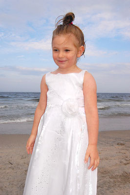 Beach photo sessions along the Jersey shore during the summer. Sessions start from June to September. If you are interested, please message me. Photographer - Gosia & Steve Tudruj 215-8376651 www.momentsinlifephoto.com