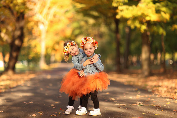 Family and fall photo session. Girls Photo shot in the park Neshaminy Park. Fall photo session. Photographer PA, NJ, NY Gosia and Steve Tudruj 215-837-6651 www.momentsinlifephoto.com