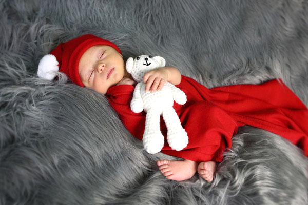 Newborn Photographer . Baby. Maternity photo session at home and studio. Photographer Gosia & Steve Tudruj  215-837-6651 Services PA, NJ, NY. www.momentsinlifephoto.com