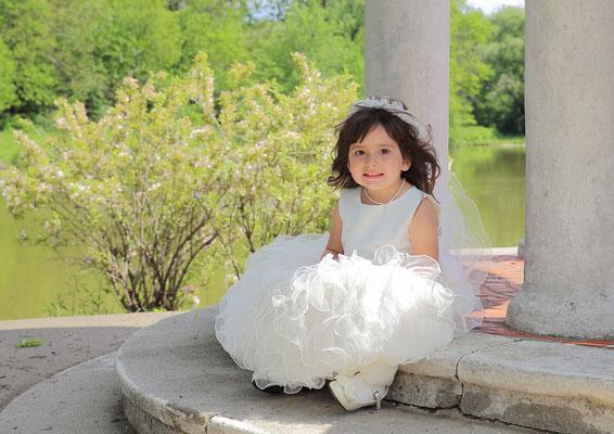 Kids. Spring  photo session.  Photographer Gosia & Steve Tudruj Servis Pa, NJ, NY 215-837-6651 www.momentsinlifephoto.com Specializing in wedding photography, event, portrait