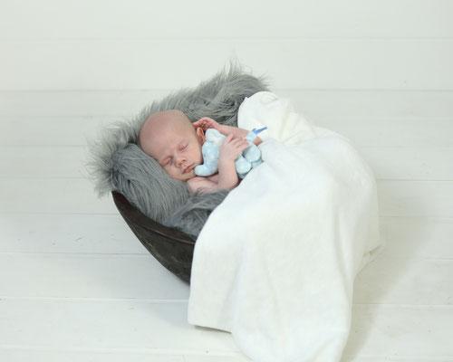 Newborn photo shoot. baby boy photo session. Servis PA, NJ, NY, FL. Photographer Gosia Tudruj 215-837-6651 www.momentsinlifephoto.com  Specializing in portrait, event, wedding photography.