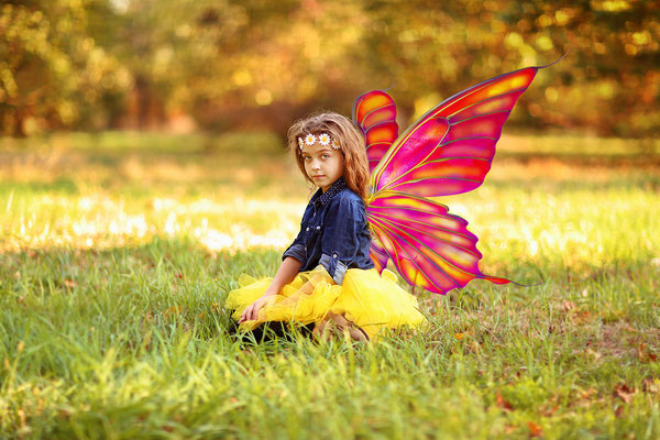 Butterfly photo shot. Family and fall photo session. Girls Photo shot in the park Neshaminy Park. Fall photo session. Photographer PA, NJ, NY Gosia and Steve Tudruj 215-837-6651 #Butterfly#photo#shot#girls#beayry#cute#PA#www.momentsinlifephoto.com#