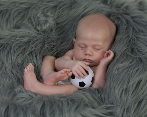 Florida. Newborn photo session. Baby boy photo session.  Photographer Port St. Lucie Florida.  Malgorzata & Steve Tudruj  215-837-6651   Photography servise Fl, NJ, PA, NY www.momentsinlifephoto.com