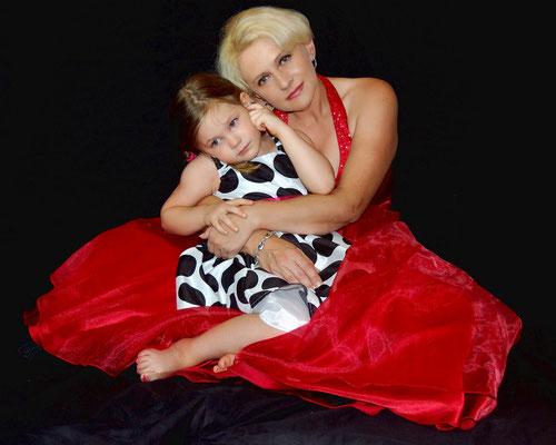 Mother's day photo session. Photographer - Gosia Tudruj www.momentsinlifephoto.com