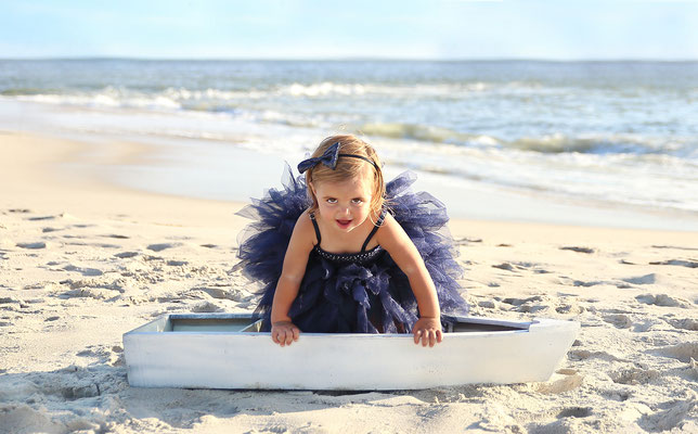 Photo session in the beach. Kids photo shot.  Baby girl pictures in ocean.  Photographer Port St. Lucie Florida.  Malgorzata & Steve Tudruj  215-837-6651   Photography servise Fl, NJ, PA, NY www.momentsinlifephoto.com