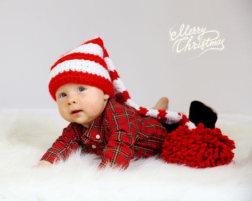 Holidays. Christmas time photo session. Kids. Children. Family.  Newborn. Baby's. Dogs.  Photographer PA, NJ, NY Gosia & Steve Tudruj 215-837-6651 Studio - Southempton, Philadelphia,  Pa.  Servis NJ, PA. Bucks County PA. www.momentsinlifephoto.com