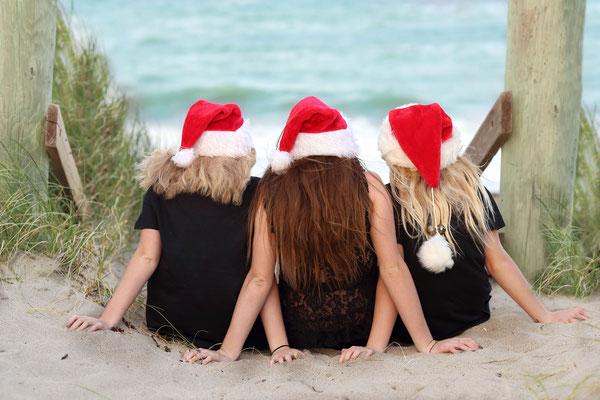 Holidays time. Christmas photo session outdoors. Ocean session. Kids. Family. Dogs pictures.  Photographer Port St. Lucie Florida. Malgorzata & Steve Tudruj 215-837-6651 www.momentsinlifephoto.com