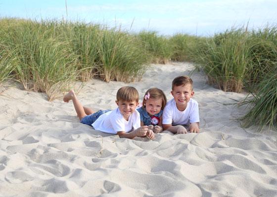 Kids photo shot in ocean.  Kids  photo session. Florida. Port St. Lucie.  Photographer PA, NJ, NY, FL Malgorzata Tudruj 215-837-6651 www.momentsinlifephoto.com