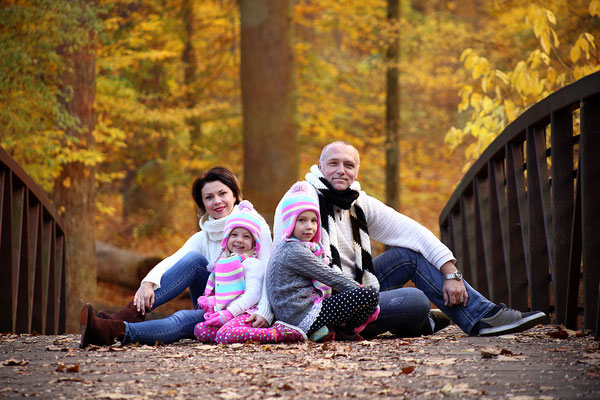 Family and fall. Fall photo shot . Halloween and Fall photo session. Photographer PA, NJ, NY Gosia and Steve Tudruj 215-837-6651 www.momentsinlifephoto.com #Fall#photo#shot#images#session#family#kids#women#photographer#