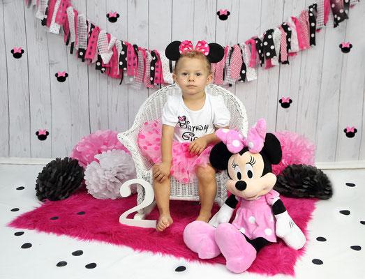 Girls photo session. Kids birthday Photo shot. Children photography.  Photographer Gosia & Steve Tudruj  215-837-6651   www.momentsinlifephoto.com Servis PA. NJ. NY Servis Pa and Bucks County PA.