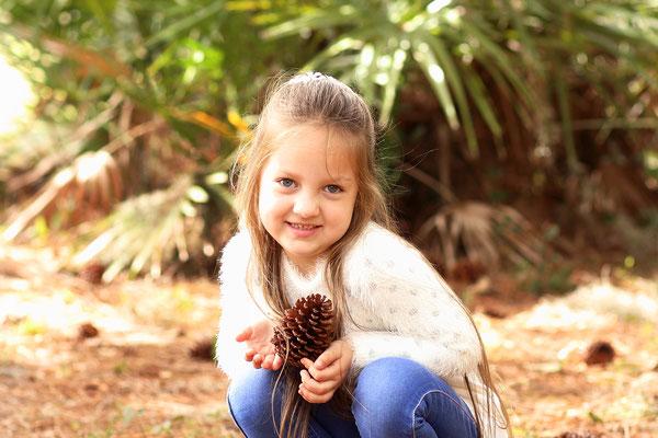 Girls photo shot. Photographer Port St. Lucie Florida.  Gosia & Steve Tudruj  215-837-6651   www.momentsinlifephoto.com