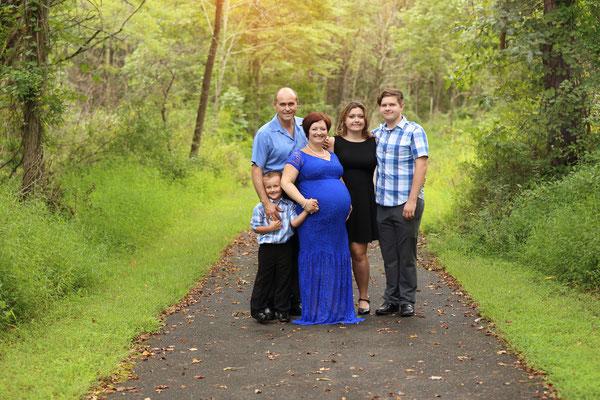 Pregnant photo shoot. Maternity photo session. Servis PA, NJ, NY, FL. Photographer Gosia Tudruj 215-837-6651 www.momentsinlifephoto.com  Specializing in portrait, event, wedding photography.