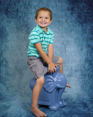 Kids Photo shot in studio. Children photography.  Photographer Gosia & Steve Tudruj  215-837-6651   www.momentsinlifephoto.com Servis PA. NJ. NY  and Bucks County PA. NJ.