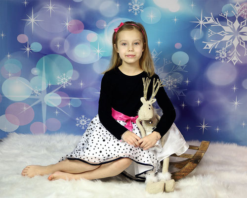Holidays. Christmas time photo session. Kids. Children. Family.  Newborn. Baby's. Dogs. Studio - Southempton, Philadelphia,  Pa.  Servis Pa. Bucks County PA. NJ. Photographer Gosia & Steve Tudruj 215-837-6651 www.momentsinlifephoto.com