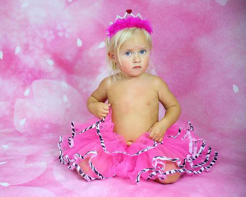 Girls photo session. Kids Photo shot. Children photography. Photographer Gosia & Steve Tudruj  215-837-6651   www.momentsinlifephoto.com Servis PA. NJ. NY Servis Pa and Bucks County PA. NJ.