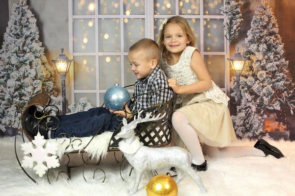 Holidays time. Christmas photo session. Kids. Family. Dogs pictures.  Photographer Port St. Lucie Florida. Malgorzata & Steve Tudruj 215-837-6651 www.momentsinlifephoto.com