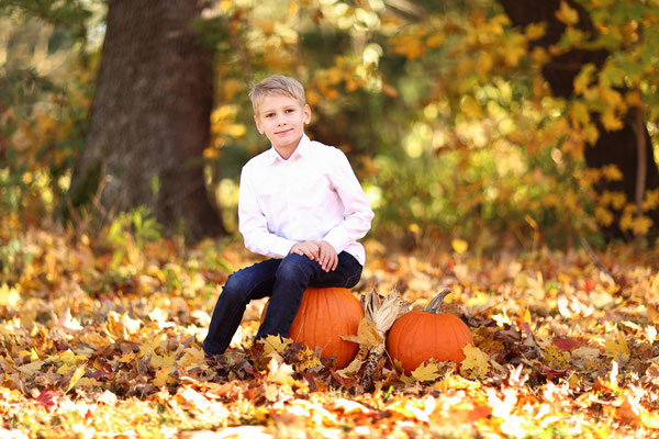 Fall photo session.  Servis PA, NJ, NY.  Photographer Gosia Tudruj 215-837-6651 www.momentsinlifephoto.com  Specializing in portrait, event, wedding photography.