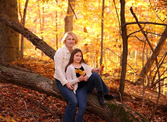 Halloween and Fall mini photo session. Family Photographer Philadelphia. PA, NJ, NY Gosia and Steve Tudruj 215-837-6651 www.momentsinlifephoto.com
