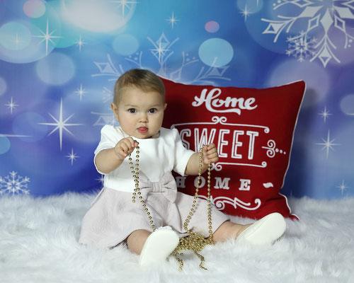 Holidays. Christmas time photo session. Kids. Children. Family.  Newborn. Baby's. Dogs.  Photographer Gosia & Steve Tudruj 215-837-6651 Studio - Southempton, Philadelphia,  Pa.  Servis NJ, PA. Bucks County PA. www.momentsinlifephoto.com