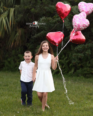 Kids photo session outdoor. Kids photo shot in the park.  Photographer Port St. Lucie Florida.  Malgorzata & Steve Tudruj  215-837-6651   Photography servise Fl, NJ, PA, NY www.momentsinlifephoto.com