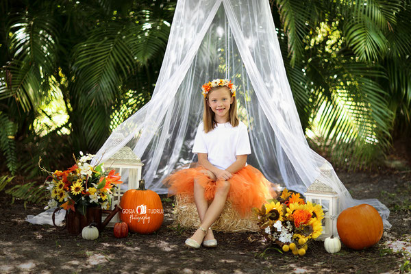 Florida. Fall photo session. Girl photo session outdoor. Kids photo shot in the park.  Photographer Port St. Lucie Florida.  Malgorzata & Steve Tudruj  215-837-6651   Photography servise Fl, NJ, PA, NY www.momentsinlifephoto.com