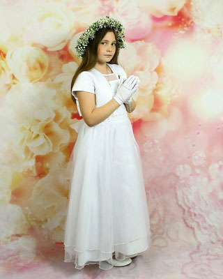 Communion studio photo session.  Photographer PA, NJ, NY Gosia & Steve Tudruj 215-837-6651 www.momentsinlifephoto.com