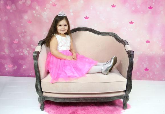 Studio. Birthday photo session. Kids. Girl photo session. Studio and park. Gosia & Steve Tudruj  215-837-6651   www.momentsinlifephoto.com Servis PA. NJ. NY