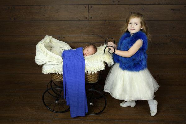 Newborn photo shoot.  Servis PA, NJ, NY, FL. Photographer Gosia Tudruj 215-837-6651 www.momentsinlifephoto.com  Specializing in portrait, event, wedding photography.