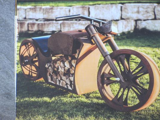 Feuerstelle: Motorrad zum Grillen und Chillen