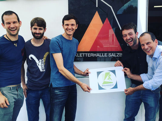 Der erste Meilenstein - v.l.n.r.: Wandbauer Voltomic (Müller+Müller), GF Bruno Vacka, GF Daniel Harnest, GF der Kletterhalle Szbg Stefan Schöndorfer