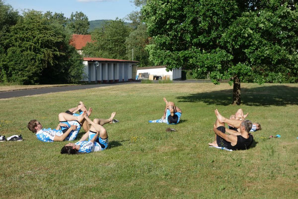 Stretching auf der Wiese...in alter Tradition