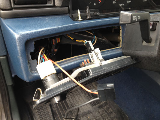 Den Schalter im Innenraum angebracht