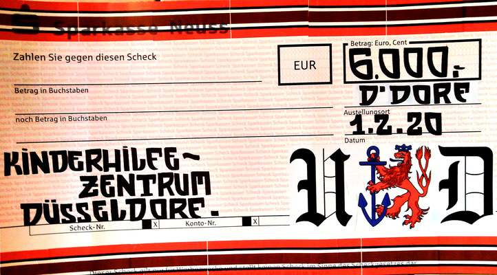 Der F95 Scheck an das Kinderhilfezentrum
