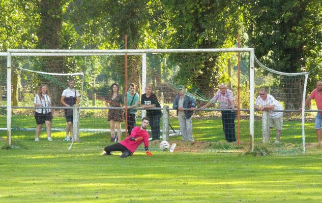 Premier tir au but de Chepy, Anthony Manteau repousse le ballon. 0 - 0