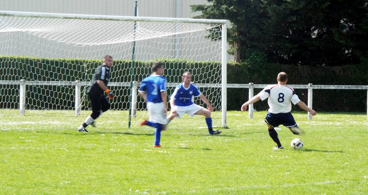 64ème : sur un centre côté gauche Guillaume Grévin de près alourdit le score. 3 - 0