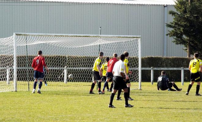 38ème : frappe de Guillaume Grévin, le gardien est battu. 3 - 0