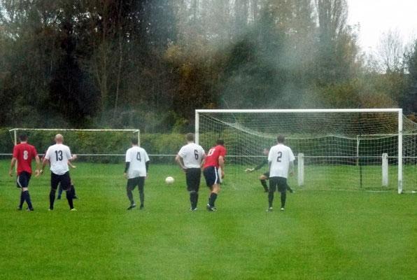 84ème : sous une pluie battante, Nicolas Collemare (caché par le n° 13) s'élance...