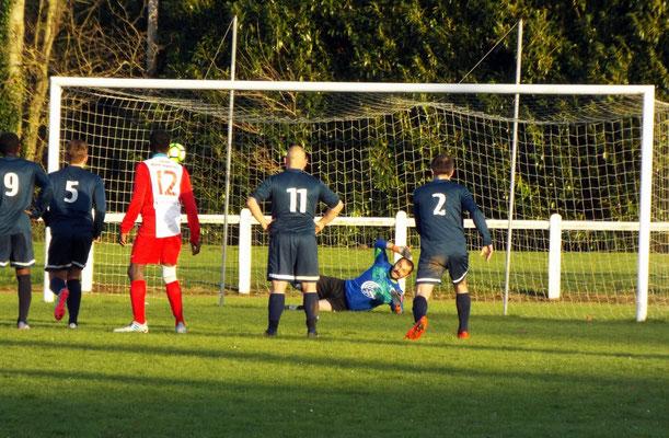 74ème : pénalty transformé d'Harondel prenant à contre-pied Grégory Lecompte. 1 - 1