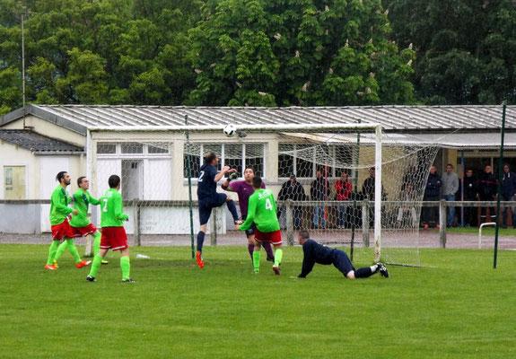 60ème : tête d'Antoine Marque, le gardien est battu. 3 - 1