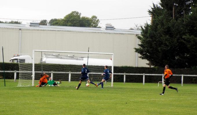 19ème : centre venant de la droite et reprise de l'attaquant adverse bien seul au second poteau qui trompe Clément Quillet. 0 - 1