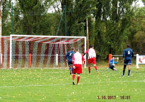 31ème : le ballon va passer de peu à côté des buts de Grégory Lecompte