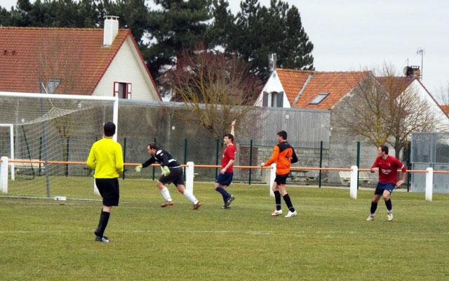 34ème : suite à un coup-franc tête de Nicolas Collemare qui trompe le gardien. 0 - 1