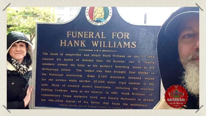 In der Town Hall wurde Hank noch 1 x aufgebahrt uns sorgte für einen Ansturm, den die USA kaum vorher kannte.